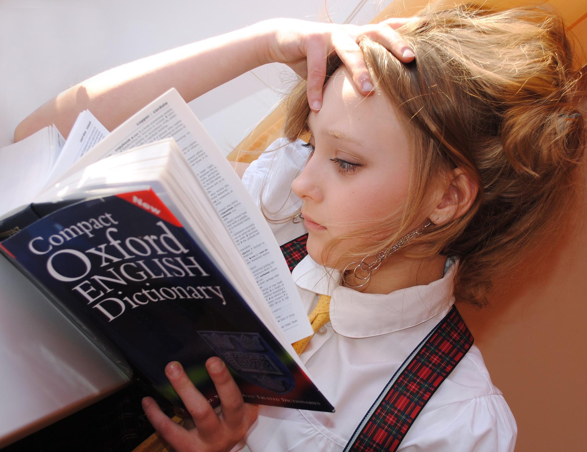 סטודנטית לומדת אנגלית